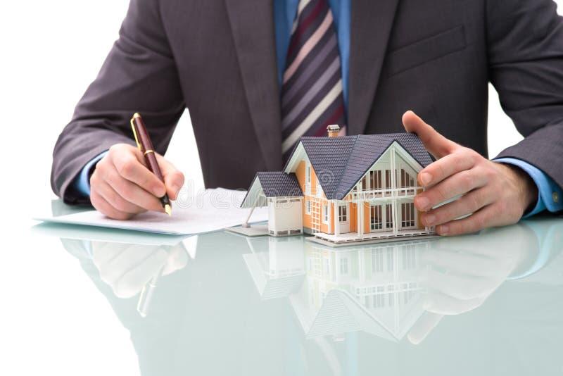 Aankoopovereenkomst voor huis stock afbeeldingen