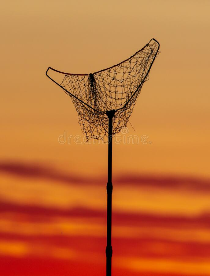 Aanlandingsnet voor de visserij op zonsondergang stock foto's