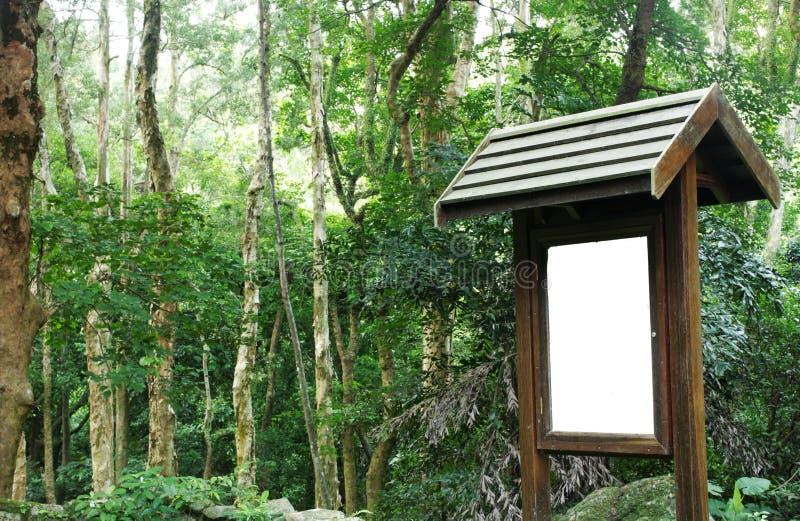 Aanplakbord in bos royalty-vrije stock foto