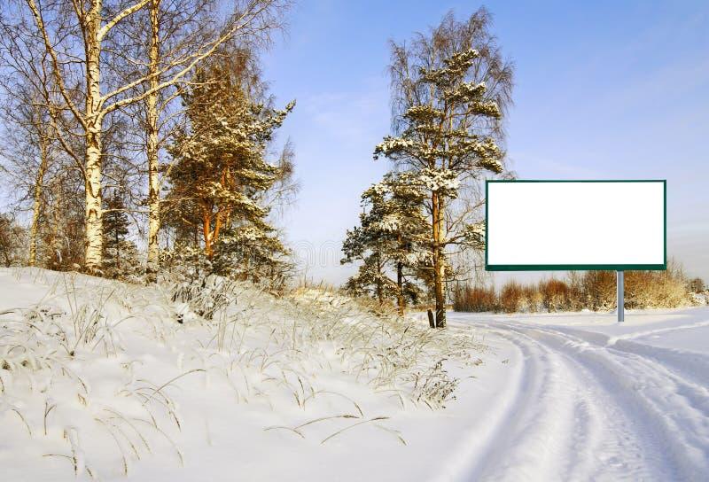 Aanplakbord in het de winterbos stock foto's