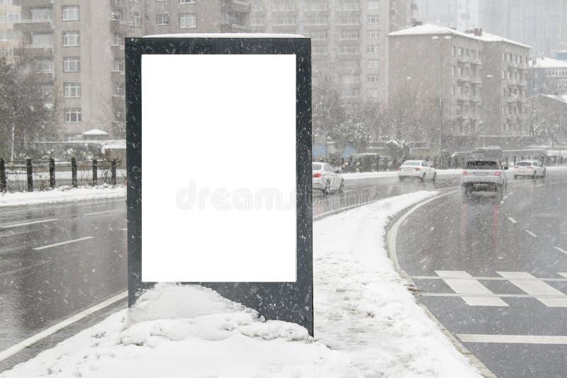 Aanplakbord op straat in de winter stock foto's