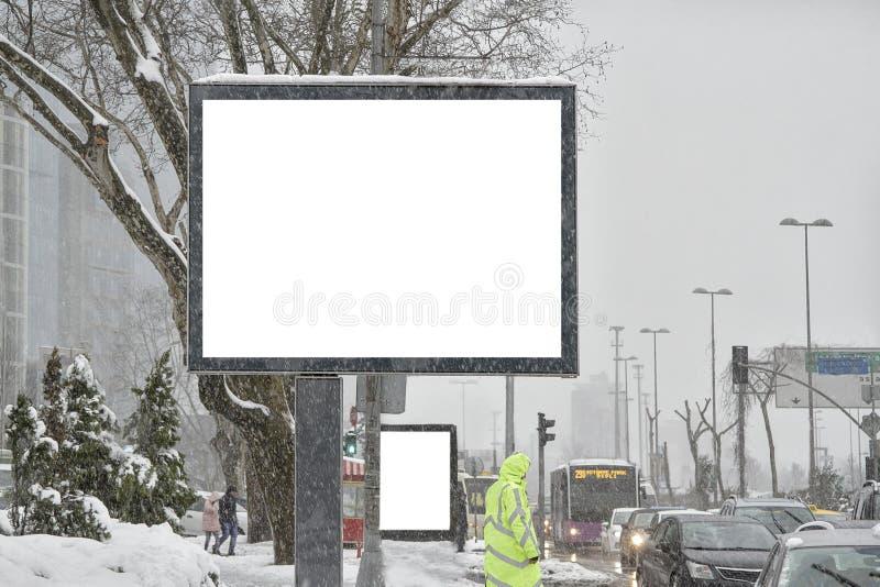 Aanplakbord op straat in de winter royalty-vrije stock afbeeldingen
