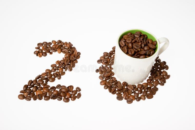 Aantal koffiebonen, twintig en kop royalty-vrije stock foto's