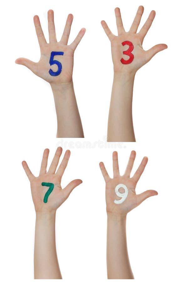Aantallen op kinderenhanden die worden geschilderd Neemt op handen toe stock foto's