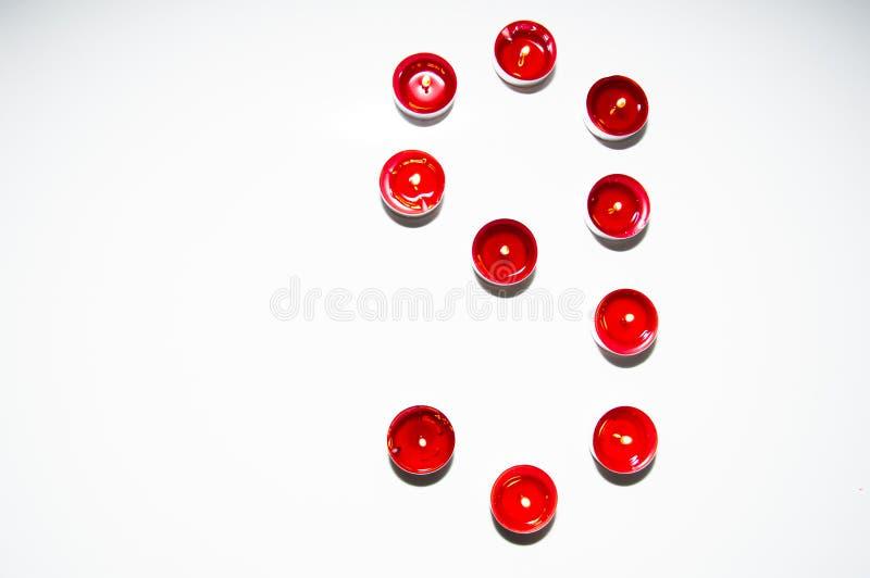 Aantallen van gekleurde kaarsen worden gemaakt die royalty-vrije stock afbeelding