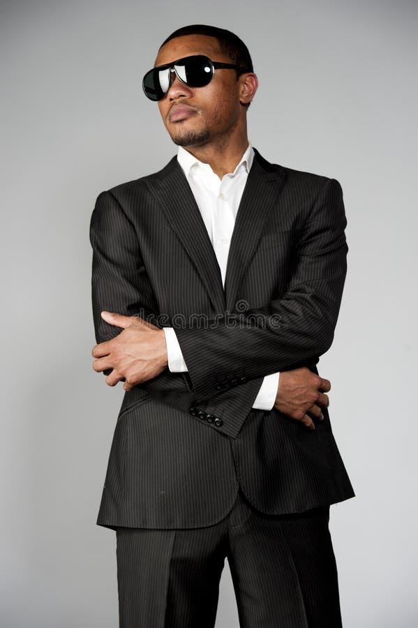 Aantrekkelijk Afrikaans Amerikaans Mannetje in een Kostuum stock afbeelding