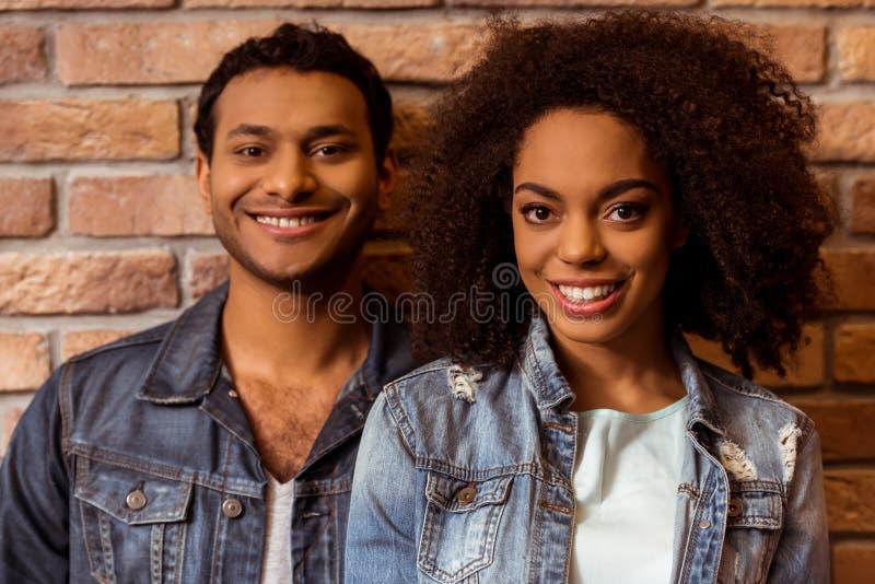 Aantrekkelijk Afro-Amerikaans paar stock foto's