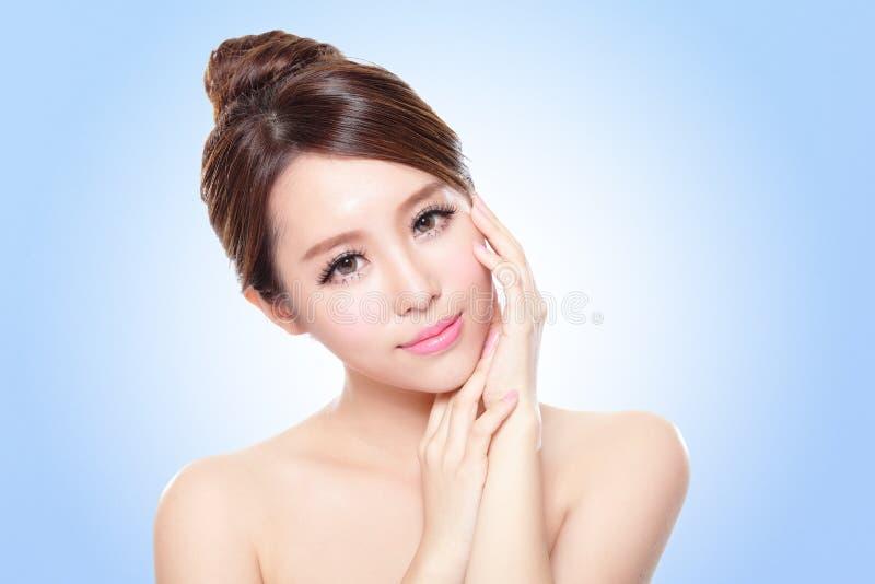 Aantrekkelijk Aziatisch vrouwengezicht royalty-vrije stock afbeeldingen