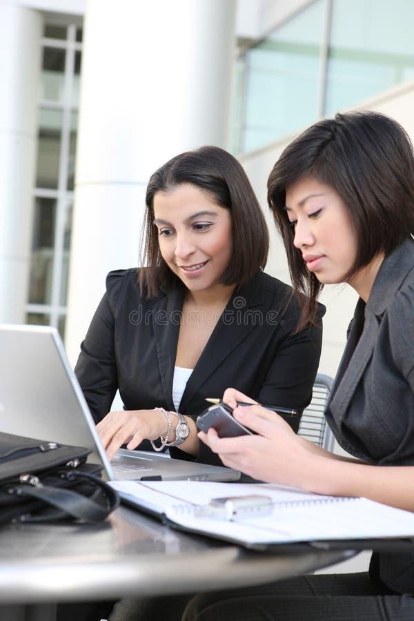 Aantrekkelijk Commercieel van Vrouwen Team royalty-vrije stock foto