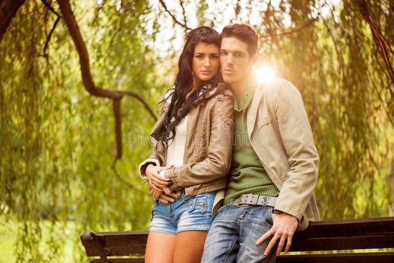 Aantrekkelijk Jong Paar in het Park royalty-vrije stock foto