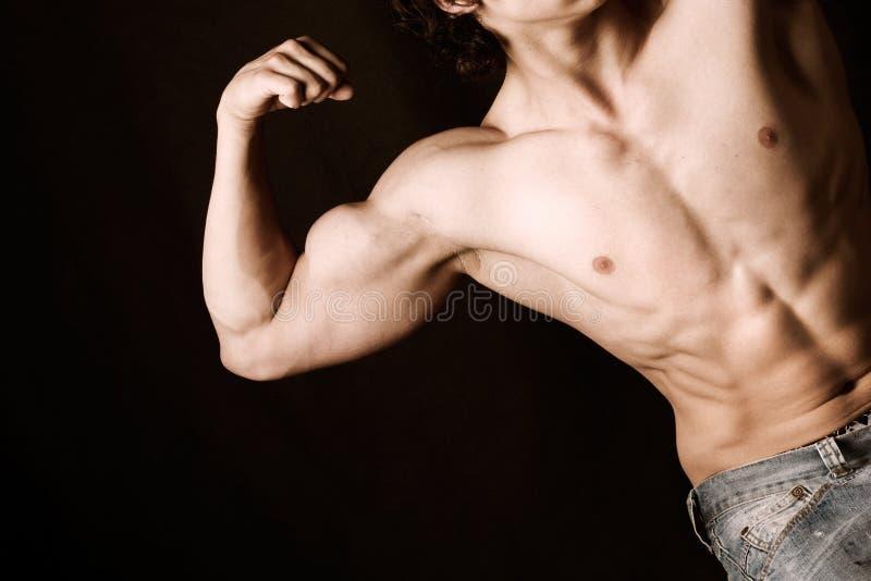 Aantrekkelijk mannelijk lichaam royalty-vrije stock fotografie