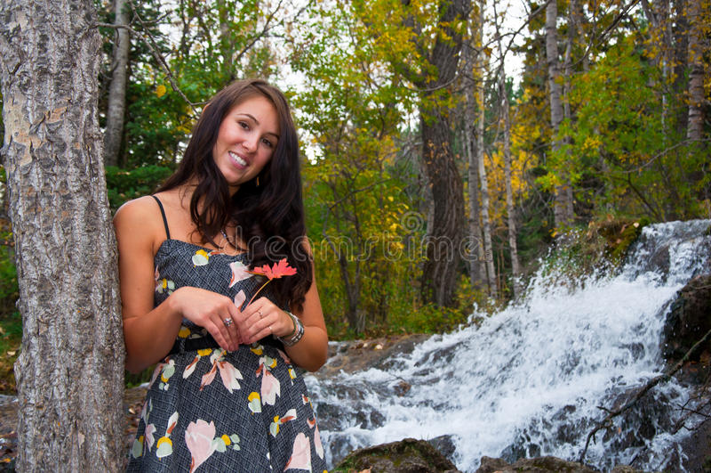 Aantrekkelijk meisje in de Herfst royalty-vrije stock afbeelding