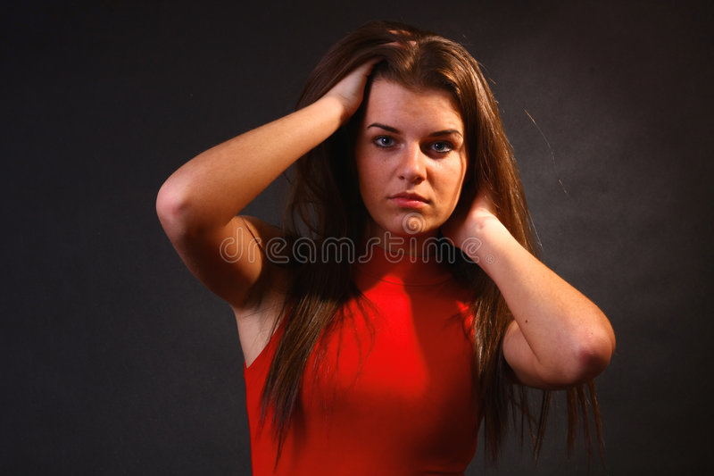 Aantrekkelijk meisje in het zachte licht stock afbeeldingen