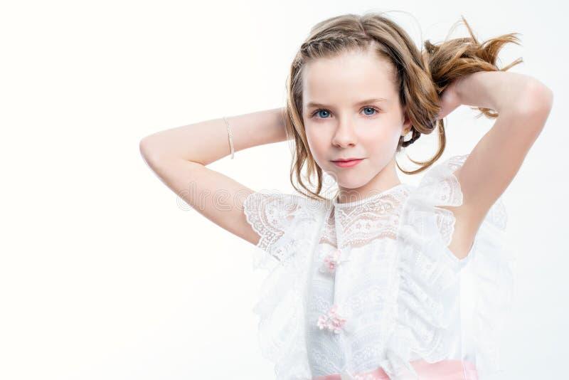 Aantrekkelijk meisje in kerkgemeenschapkleding royalty-vrije stock foto's
