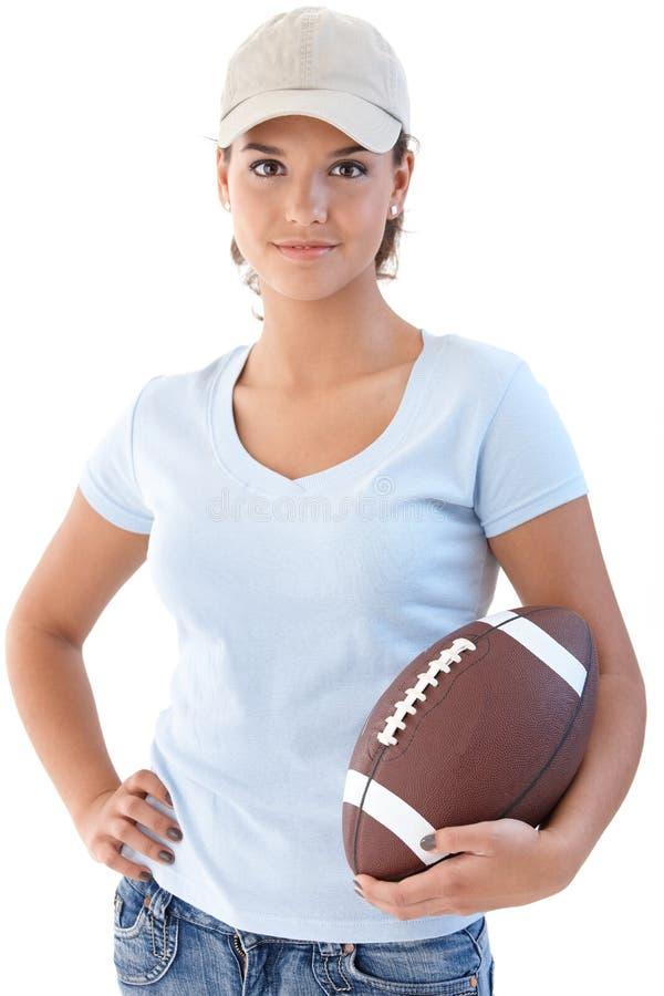 Aantrekkelijk meisje met Amerikaanse voetbal stock fotografie