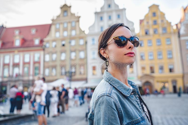 Aantrekkelijk meisje in Wroclaw royalty-vrije stock afbeelding