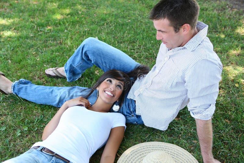 Aantrekkelijk Paar in Park stock afbeelding