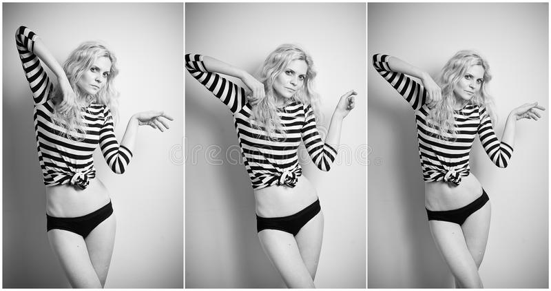 Aantrekkelijk sexy blonde in zwart-witte strakke geschikte kleding en bikini die provocatively stellen portret van sensuele vrouw royalty-vrije stock foto's