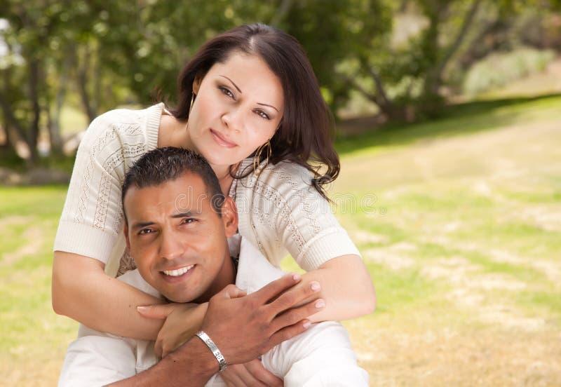 Aantrekkelijk Spaans Paar in het Park royalty-vrije stock foto