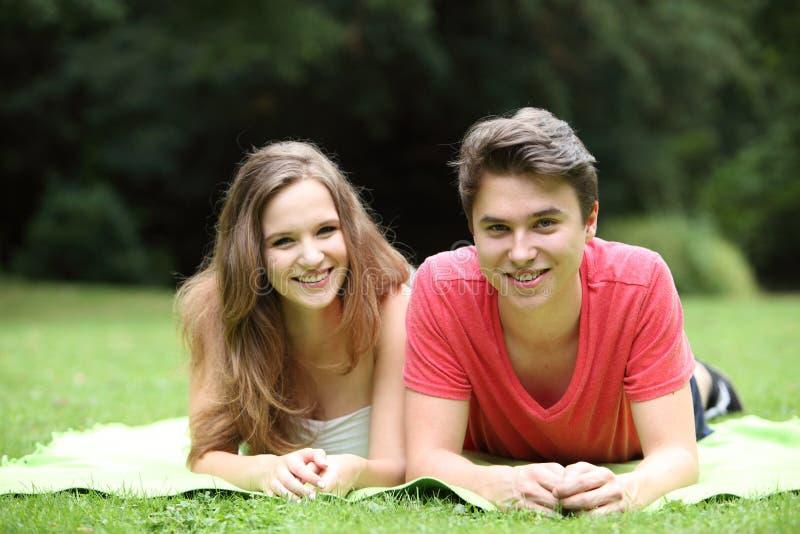 Aantrekkelijk tiener en meisje royalty-vrije stock afbeelding