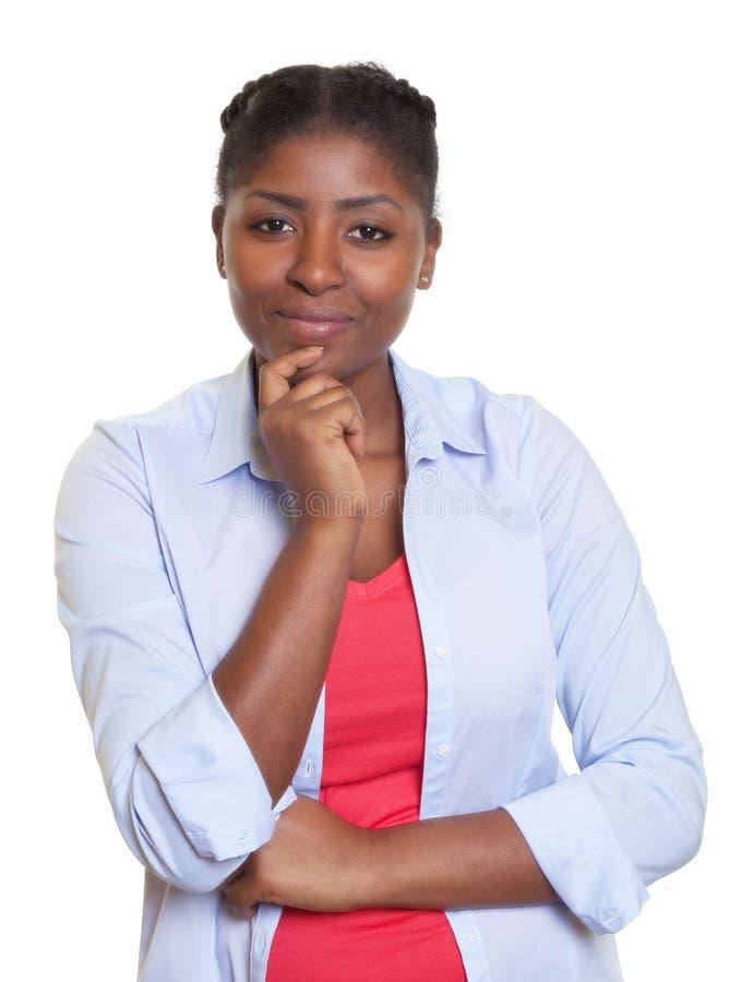 Aantrekkelijke Afrikaanse vrouw die camera bekijken royalty-vrije stock foto