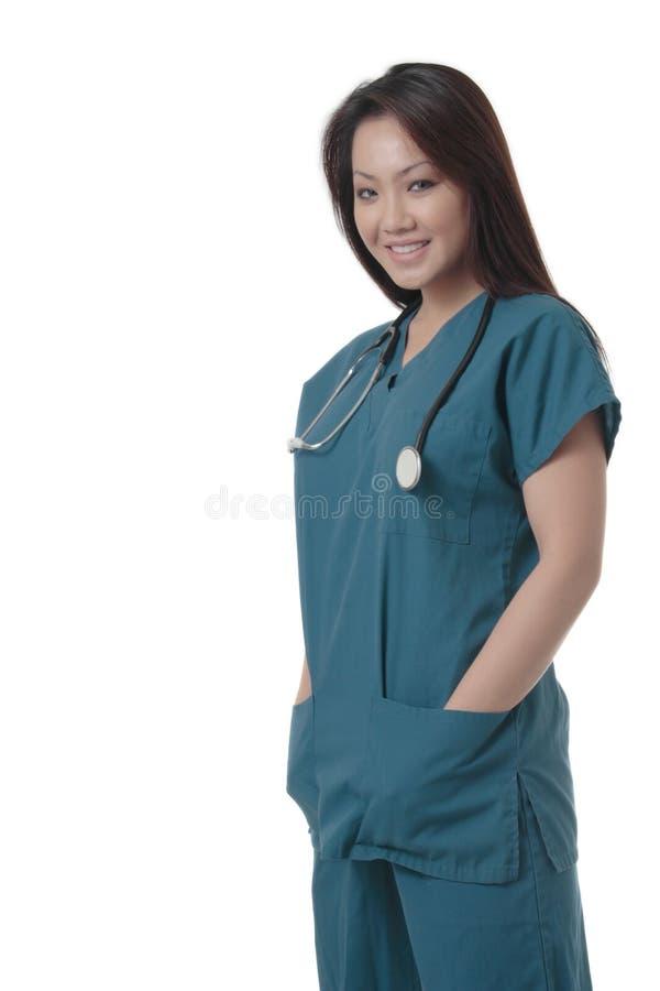 Aantrekkelijke Aziatische verpleegster in scurbs royalty-vrije stock fotografie