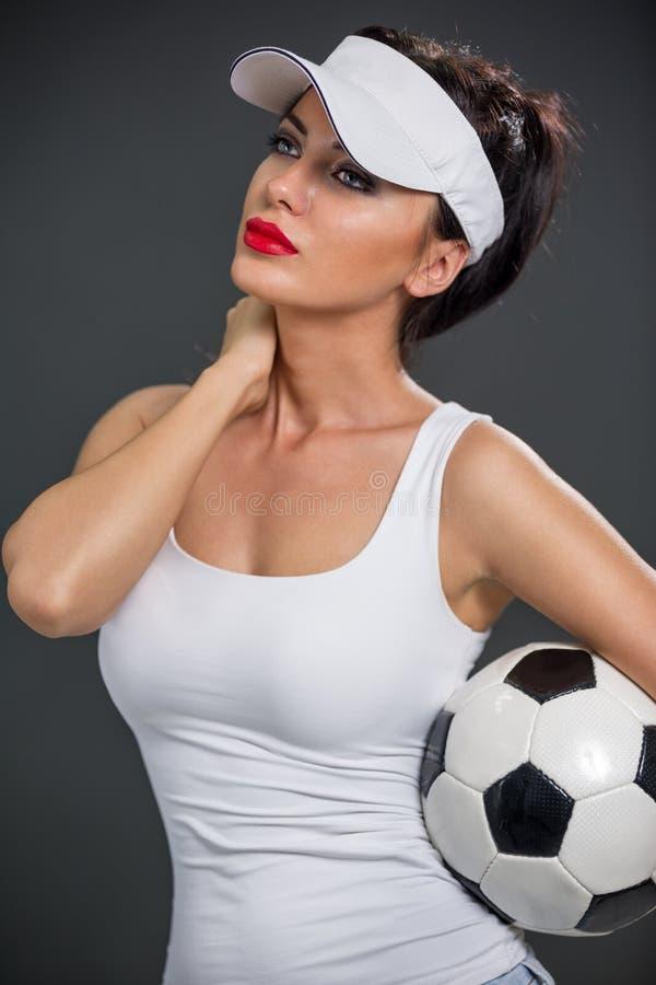 Aantrekkelijke babe met voetbalbal stock afbeeldingen
