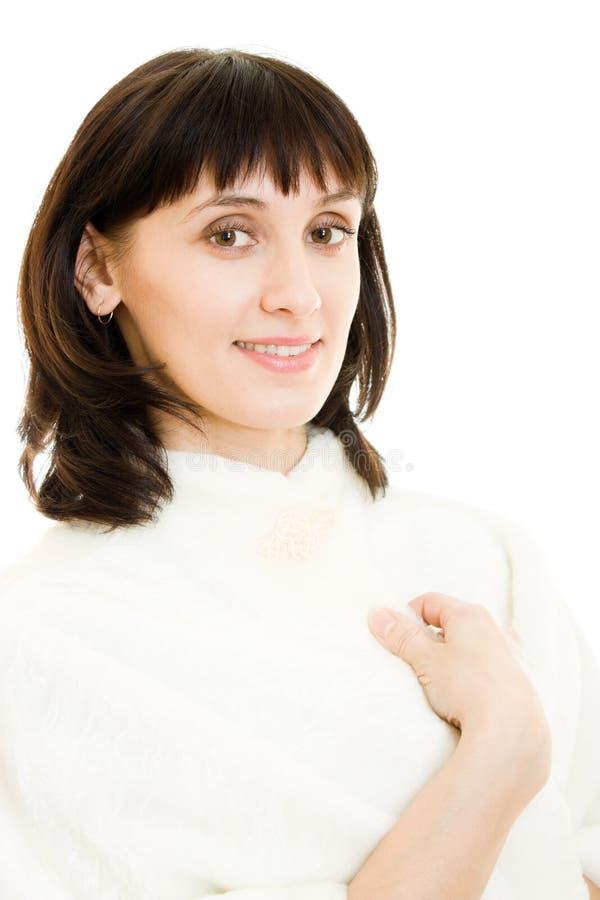 Aantrekkelijke betoverende vrouw in bontjas royalty-vrije stock foto's