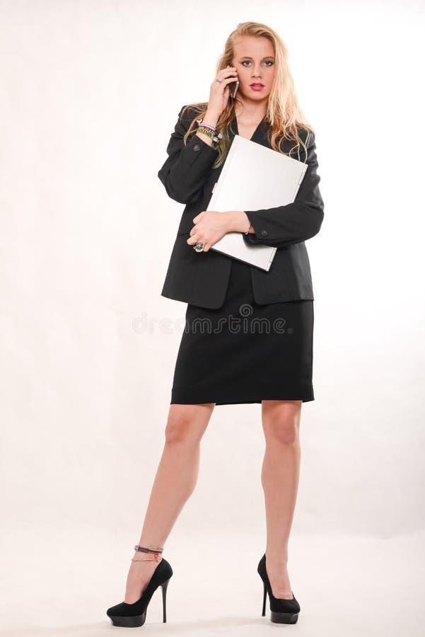 Aantrekkelijke blonde Kaukasische bedrijfsvrouw stock fotografie