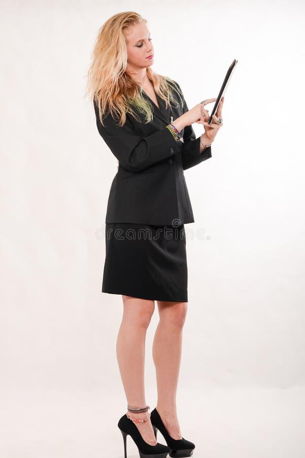 Aantrekkelijke blonde Kaukasische bedrijfsvrouw royalty-vrije stock afbeelding