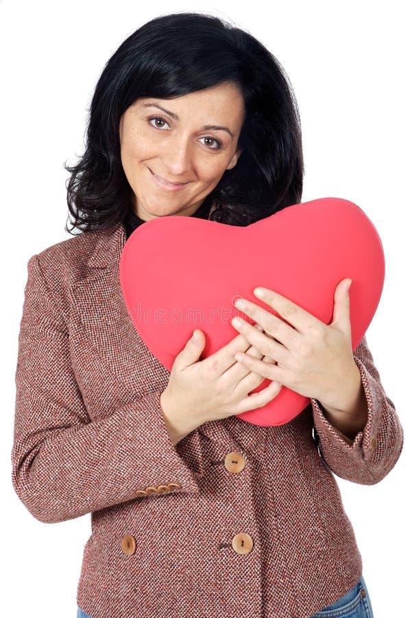 Aantrekkelijke dame die in SanValentijnskaart wordt bekoord stock fotografie