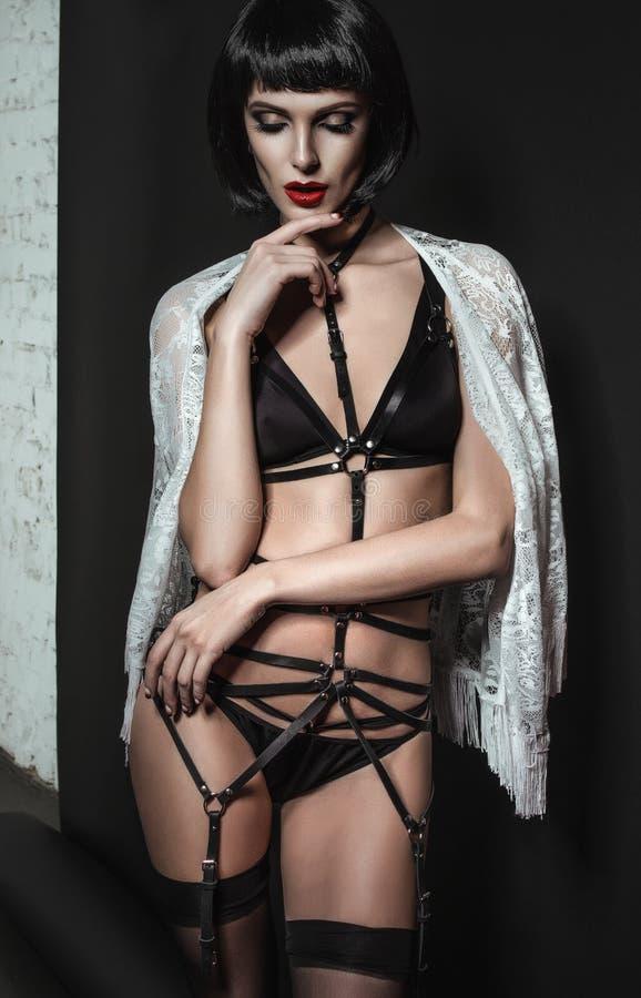 Download Aantrekkelijke Donkerbruine Vrouw In Sexy Uitrusting Stock Foto - Afbeelding bestaande uit donker, dame: 54081158