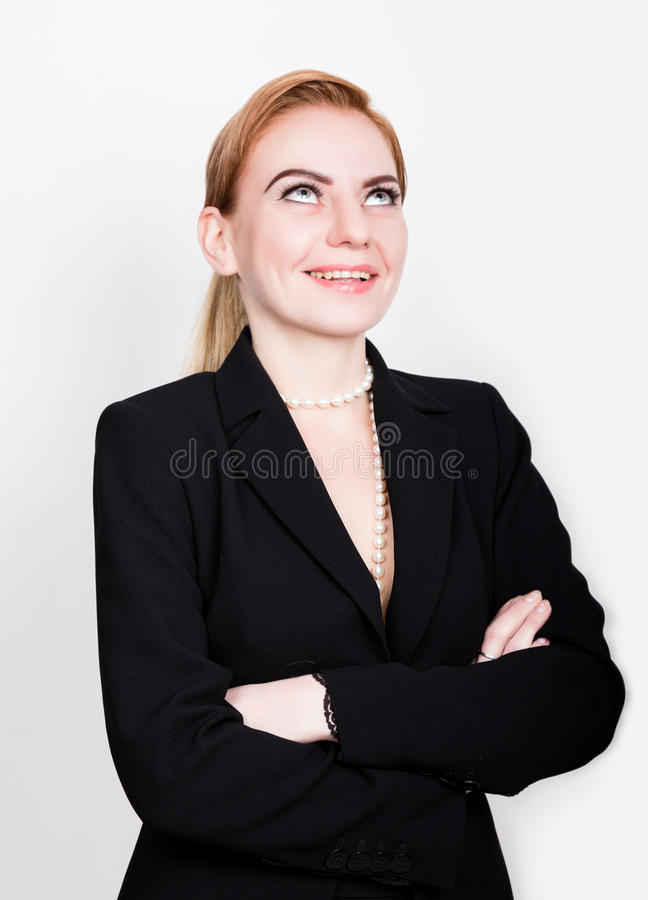 Aantrekkelijke en energieke bedrijfswoma in een kostuum bij het naakte lichaam glimlachen royalty-vrije stock afbeeldingen