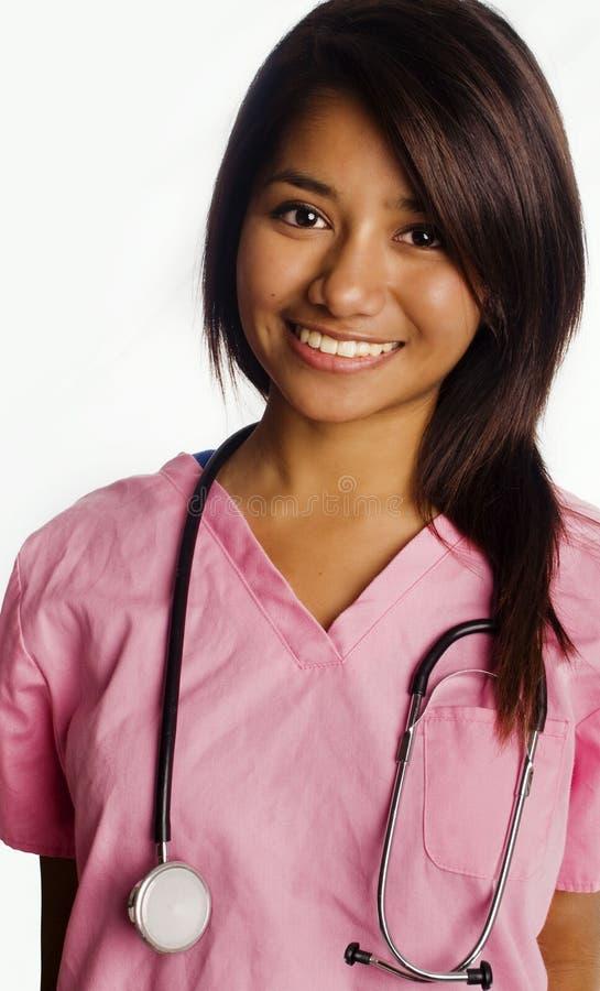 Aantrekkelijke glimlachende jonge Aziatische studentenverpleegster stock foto