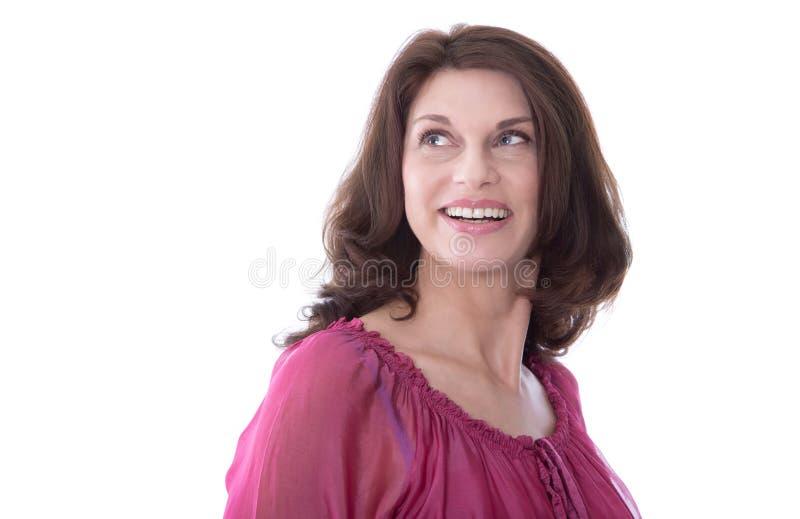 Aantrekkelijke glimlachende vrouw op middelbare leeftijd in portret stock afbeelding