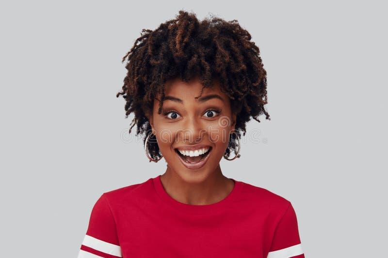 Aantrekkelijke jonge Afrikaanse vrouw stock foto