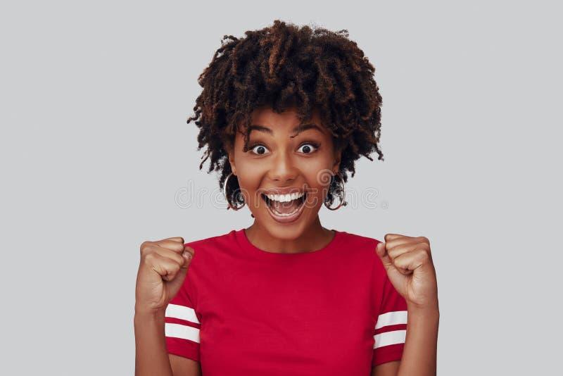 Aantrekkelijke jonge Afrikaanse vrouw royalty-vrije stock foto's