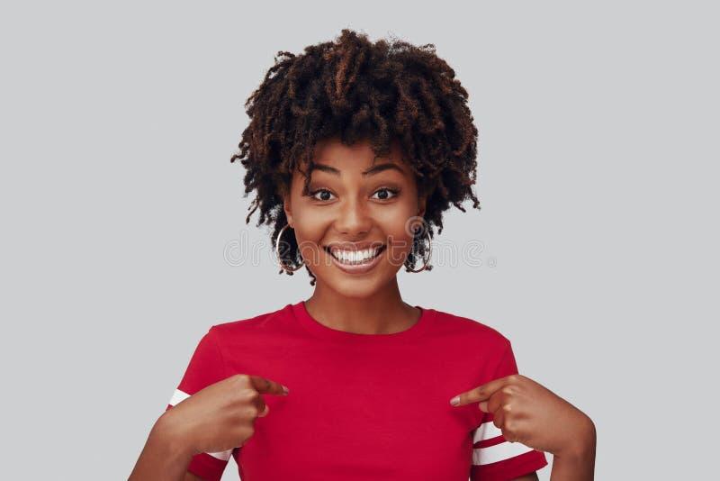 Aantrekkelijke jonge Afrikaanse vrouw stock foto's