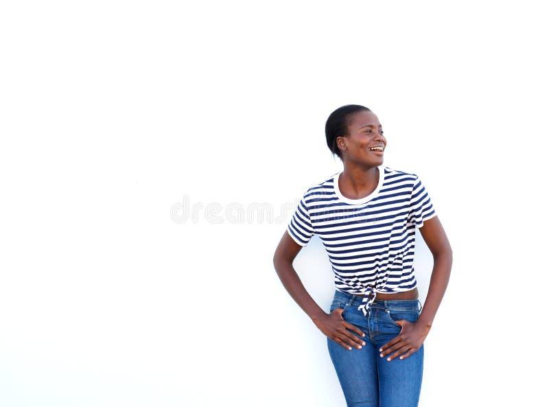 Aantrekkelijke jonge Afrikaanse vrouw die weg op witte achtergrond kijken stock afbeeldingen