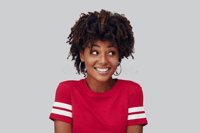 Aantrekkelijke jonge Afrikaanse vrouw stock afbeelding