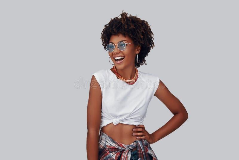 Aantrekkelijke jonge Afrikaanse vrouw royalty-vrije stock foto