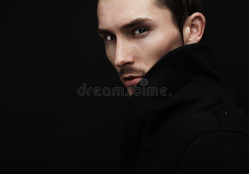 Aantrekkelijke jonge mens stock afbeeldingen