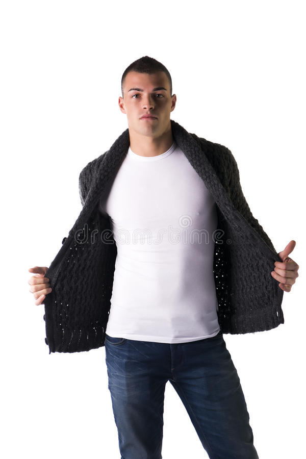 Aantrekkelijke jonge mens met wolsweater en jeans stock foto