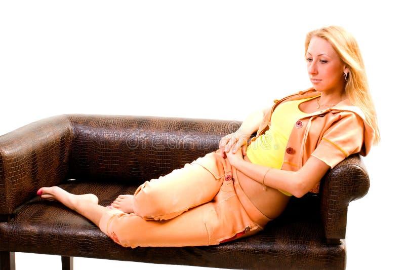 Aantrekkelijke jonge sportieve vrouw royalty-vrije stock afbeelding