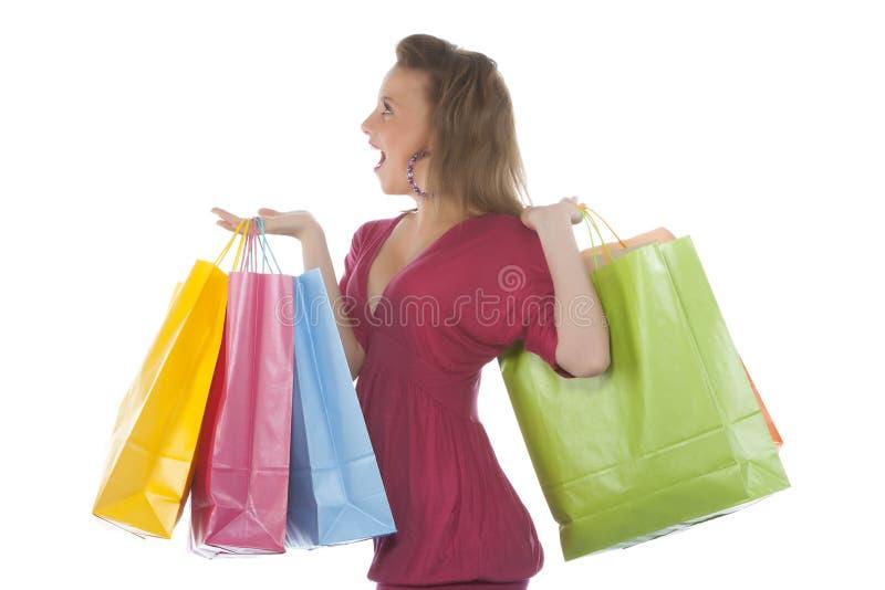 Aantrekkelijke jonge vrouw die verscheidene shoppingba houdt stock foto