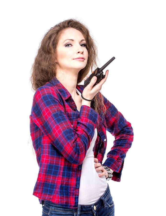Aantrekkelijke jonge vrouw in een geruit overhemd met walkie-talkie, stock foto's