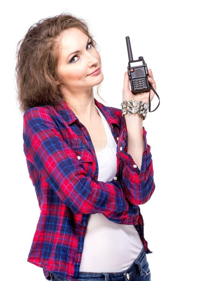 Aantrekkelijke jonge vrouw in een geruit overhemd met walkie-talkie, stock afbeeldingen