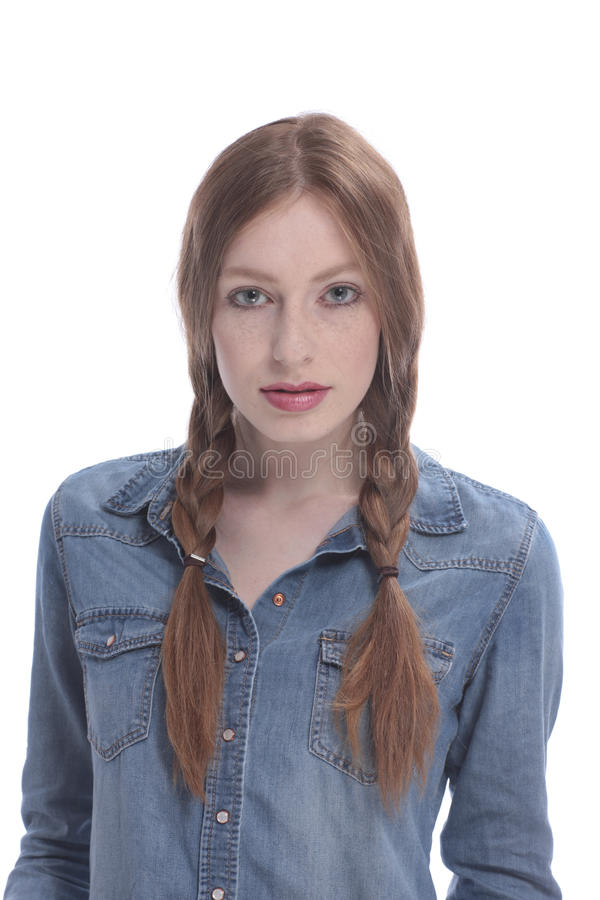 Aantrekkelijke jonge vrouw met vlechten stock foto