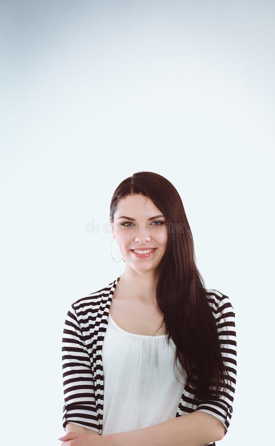 Aantrekkelijke jonge vrouw status, geïsoleerd op witte achtergrond stock afbeeldingen
