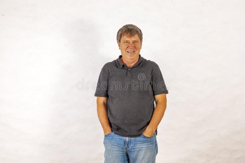 Aantrekkelijke mens in leasurekleren royalty-vrije stock foto